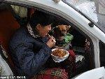 河南夫妇开车上街乞讨跑遍十余城市