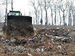 北京密云水库上游现垃圾巨坑