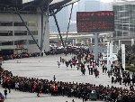 河南春季招聘会 6.5万人排千米长队求职