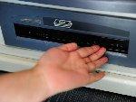 西安ATM机出钱口被封 假客服电话借机诈骗