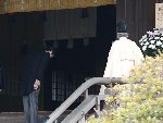 日本首相安倍晋三上任后首次参拜靖国神社