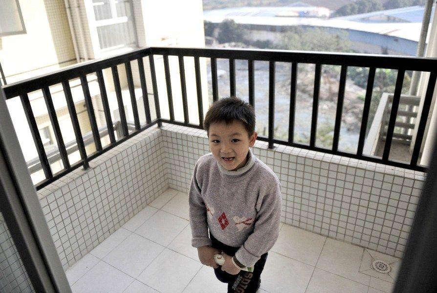 广州公租房最小一间不到4平米 市民:只能放一张床 ...